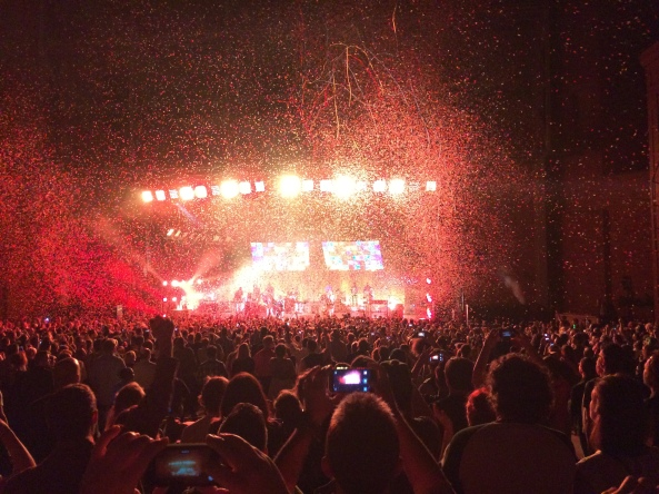 Arcade Fire Confetti Shower